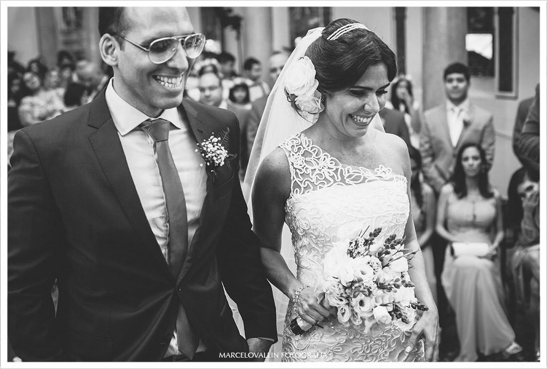 Foto dos noivos sorrindo