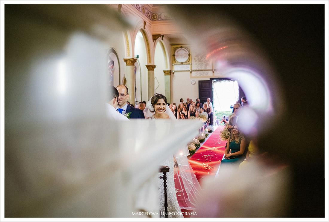 Foto da noiva sorrindo na capela Real RJ