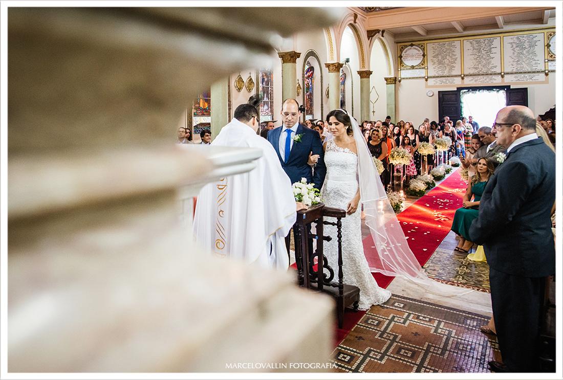 Foto dos noivos no altar da capela Real RJ