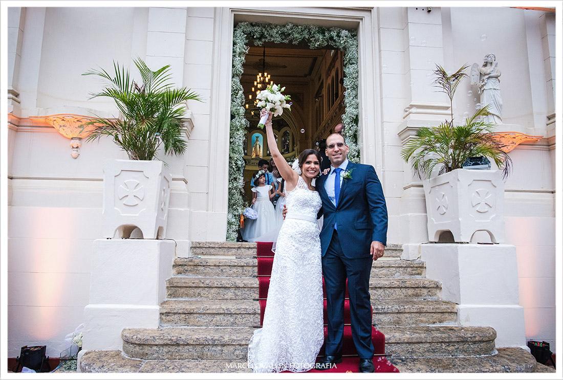 Foto da Noiva na saída de Capela Real