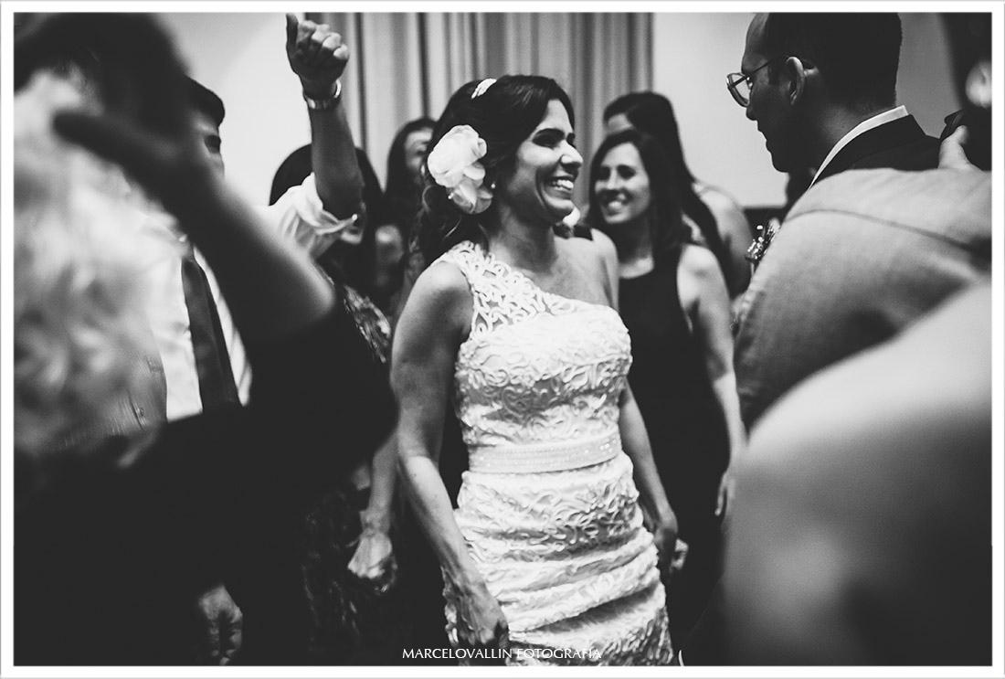 Foto da noiva dançando em festa de casamento RJ