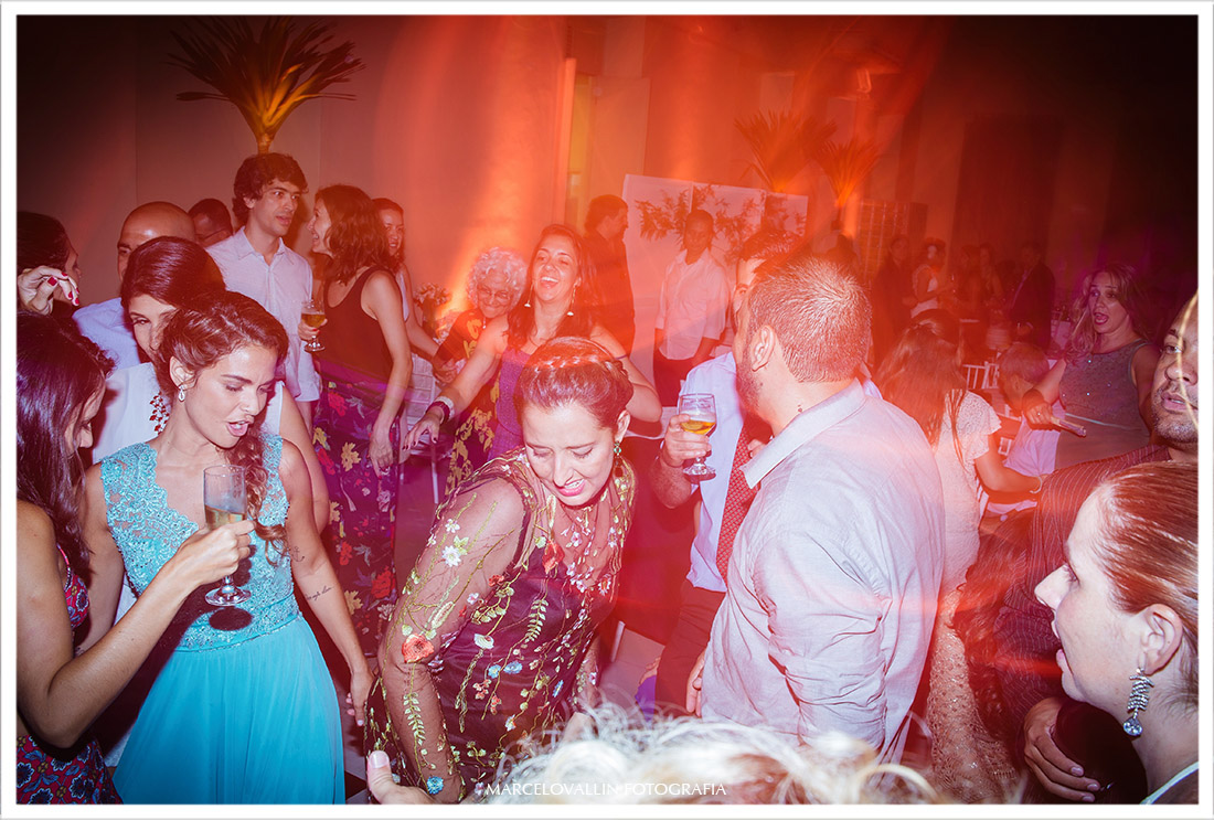 Foto de convidados dançando
