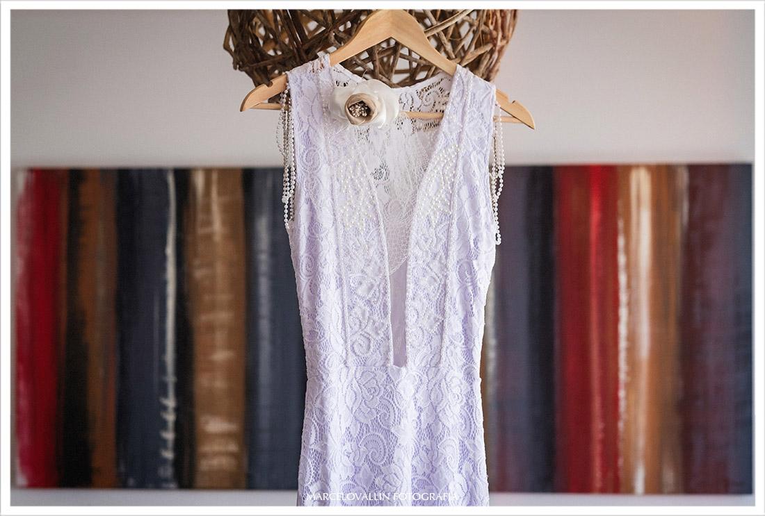 Fotografia de Mini Wedding - Vestido de Noiva pendurado