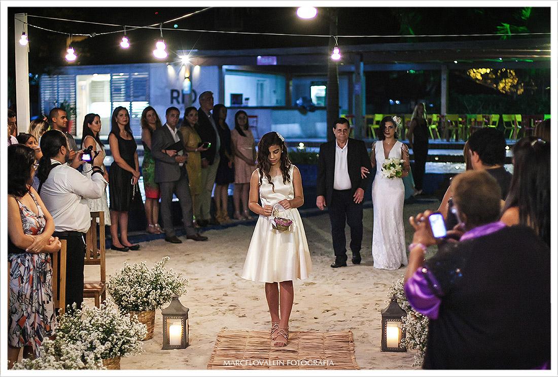 Fotografia da Dama e Noiva entrando na cerimonia de Casamento