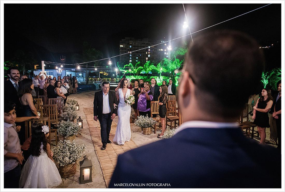 Foto da Noiva caminhando na cerimonia de casamento