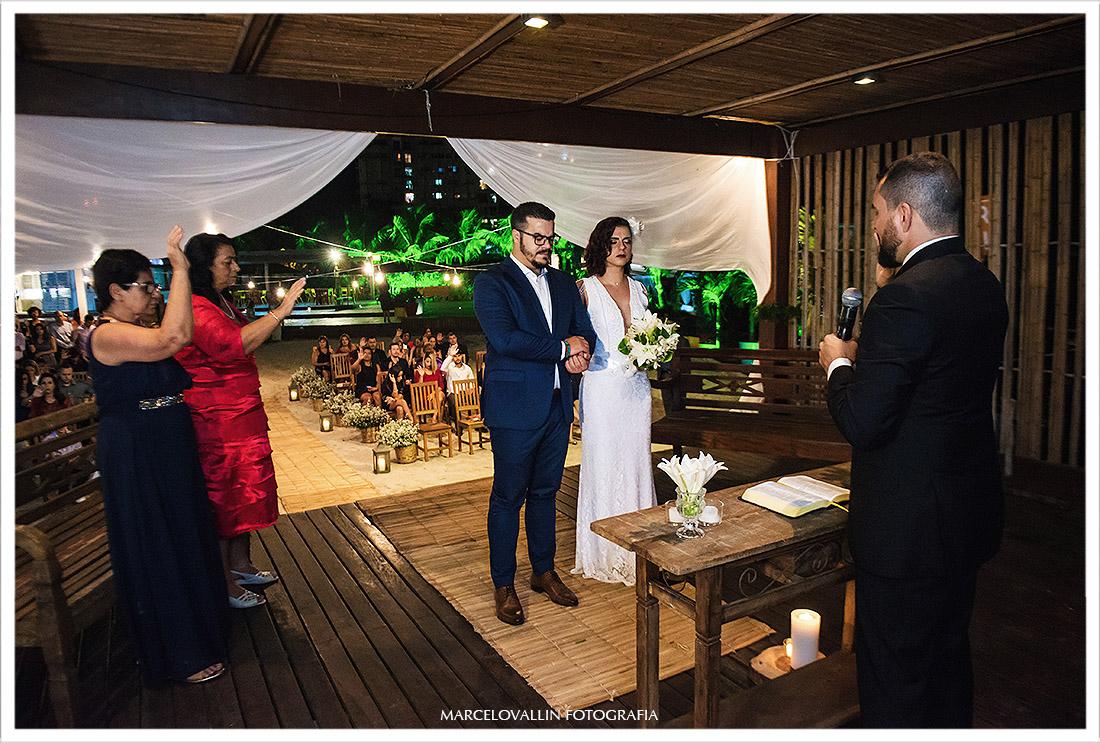 Fotos dos noivos na cerimonia de Mini Edding rj