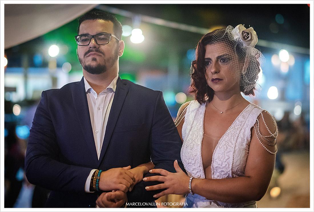 Fotografia dos noivos na cerimonia de Mini wedding