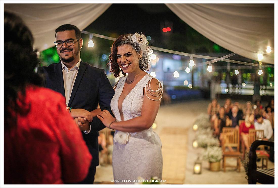 Foto da noiva sorrindo na cerimonia de casamento rj