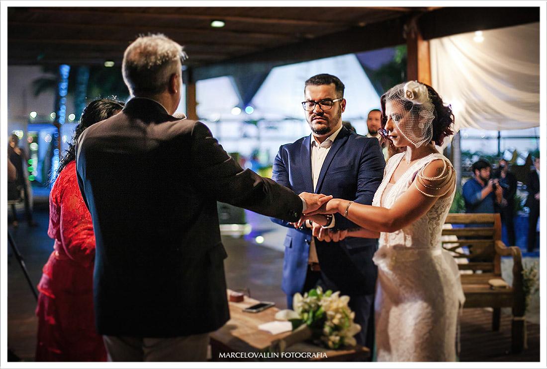Fotos dos noivos orando