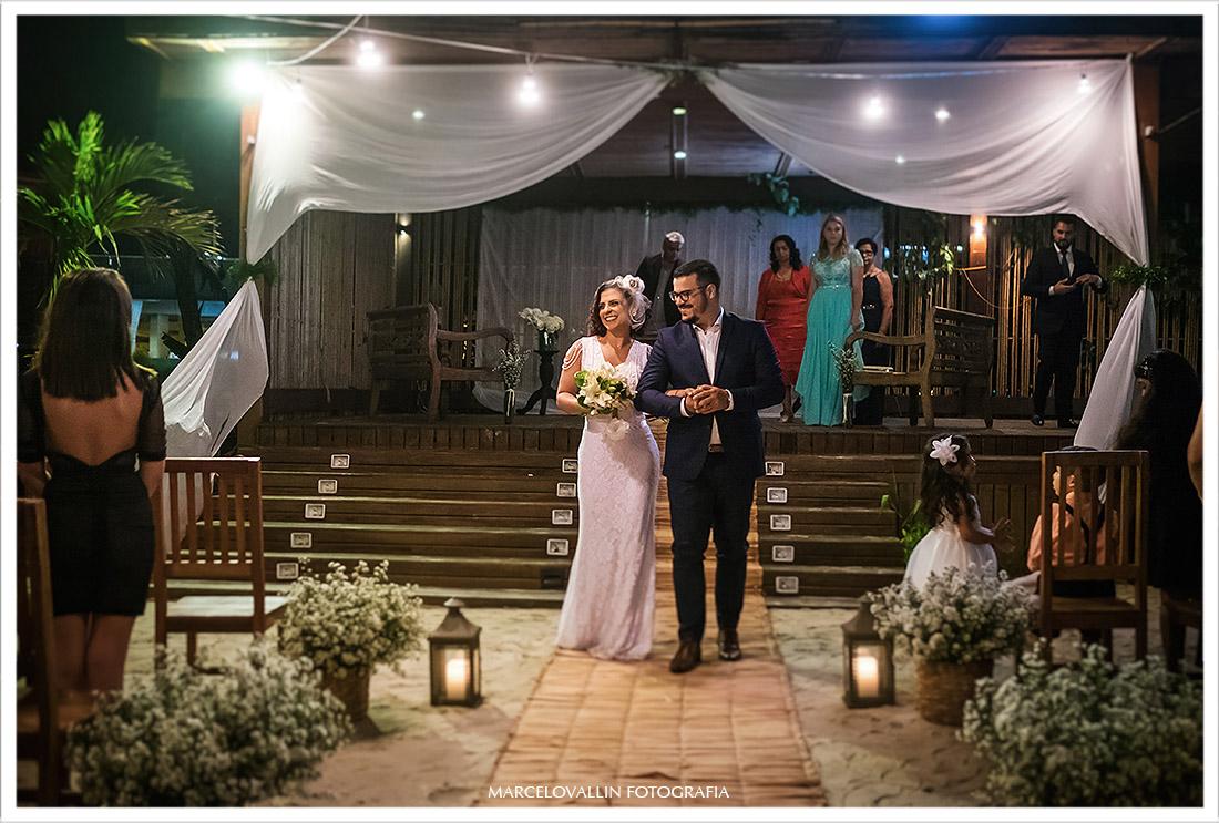Foto da saída dos noivos na cerimonia de Mini Wedding
