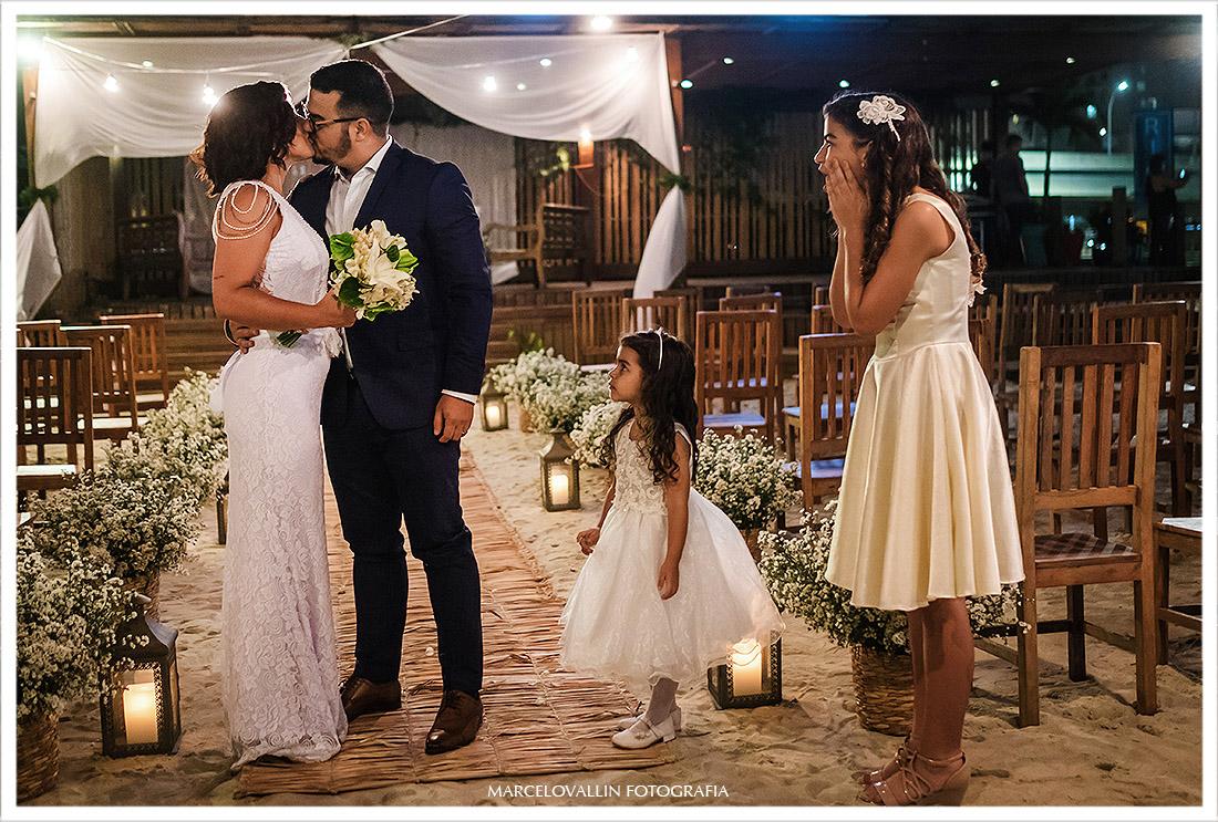 Foto dos noivos pós cerimonia de Mini Wedding