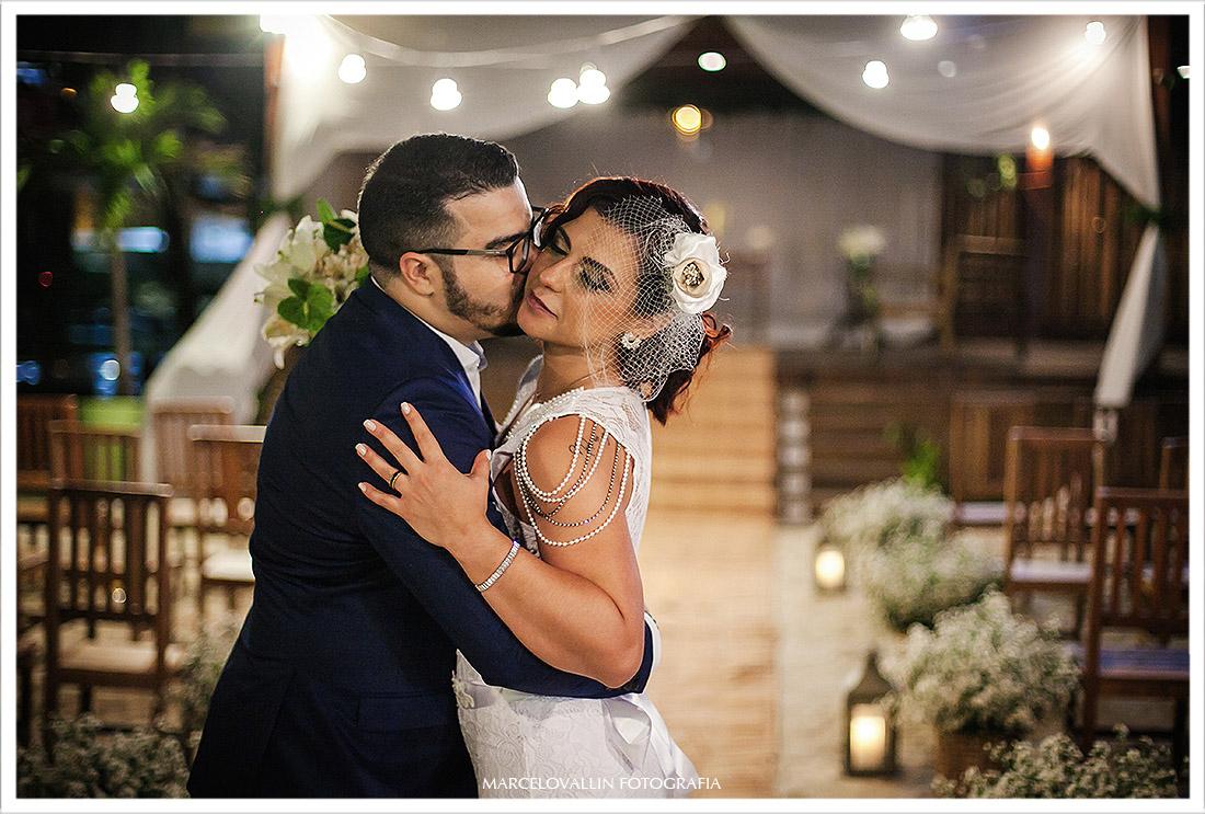 Fotografia dos noivos pós cerimonia de Mini Wedding