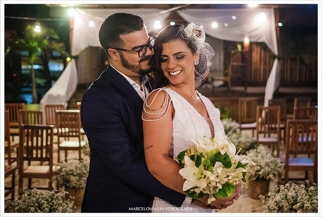 Foto dos noivos pós cerimonia de Mini Wedding rj