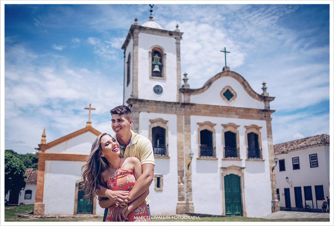 Ensaio Pré Wedding Paraty - Sessão de fotos Larissa e Caio