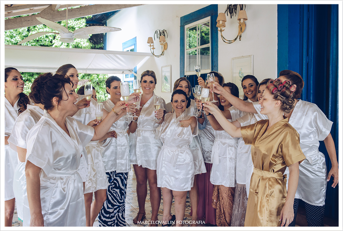 Casamento no campo SP - Madrinhas brindando com a noiva