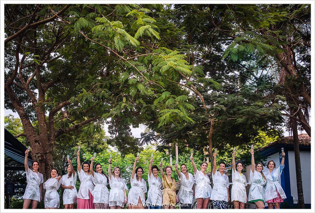 Foto de madrinhas e noiva em casamento na fazenda
