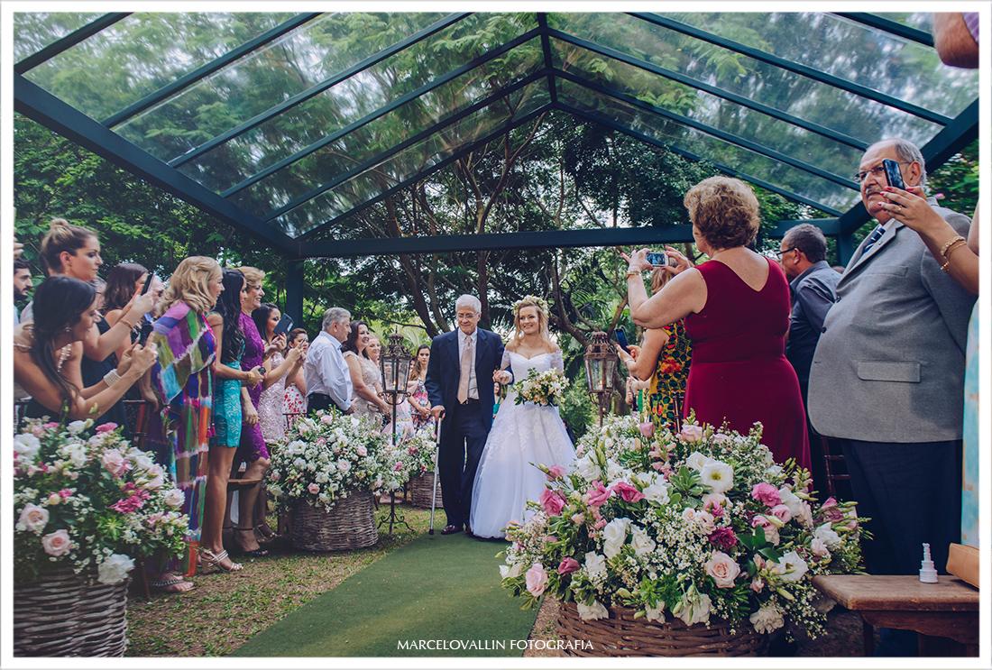Foto da entrada da noiva Casamento ao ar livre