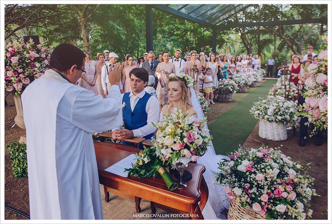 foto da cerimonia de casamento no campo SP