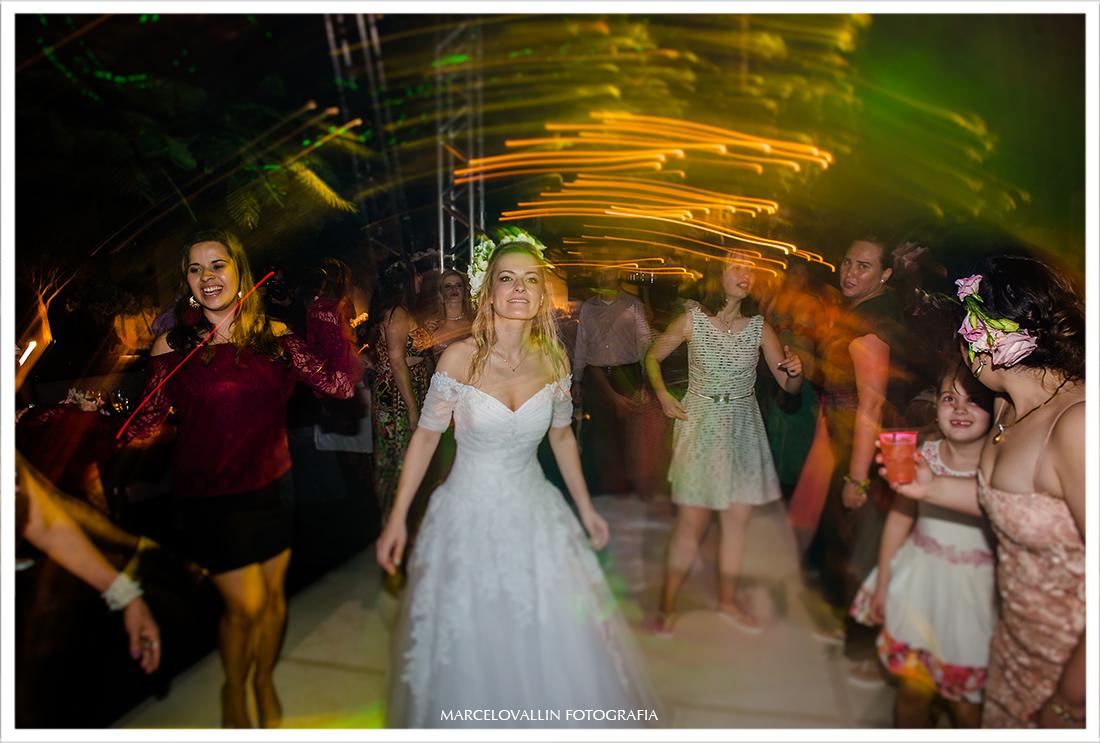 foto de noiva em festa de casamento no campo