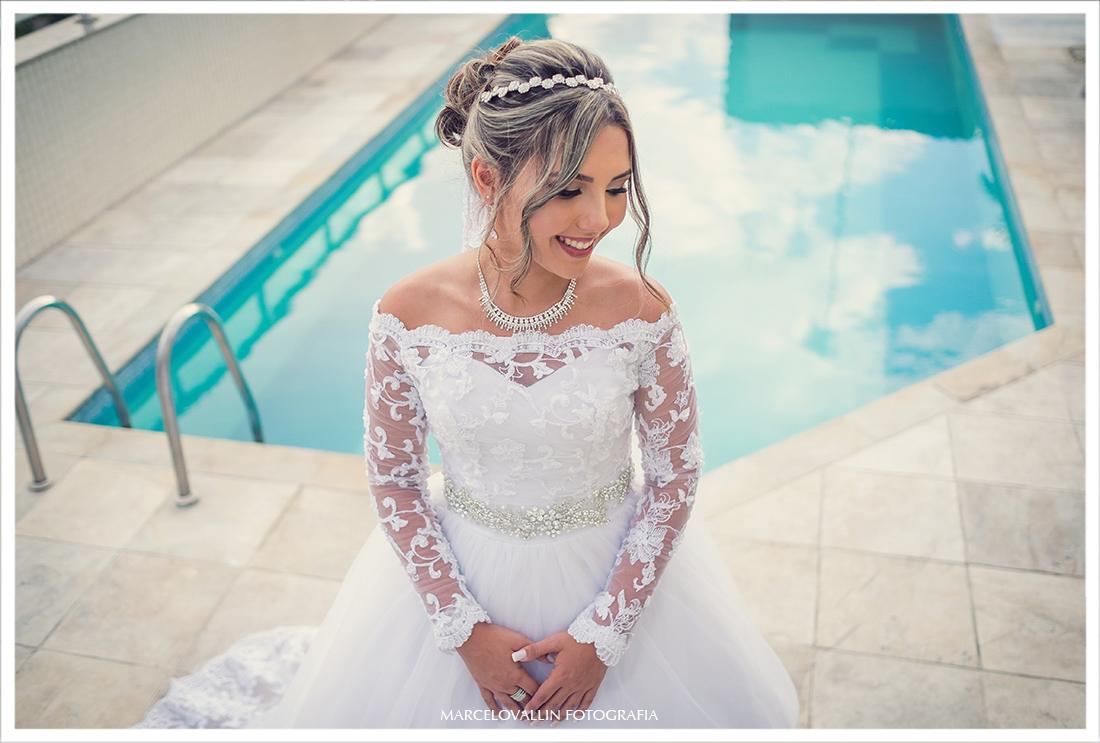 Foto da Noiva com vestido antes da Cerimônia de casamento