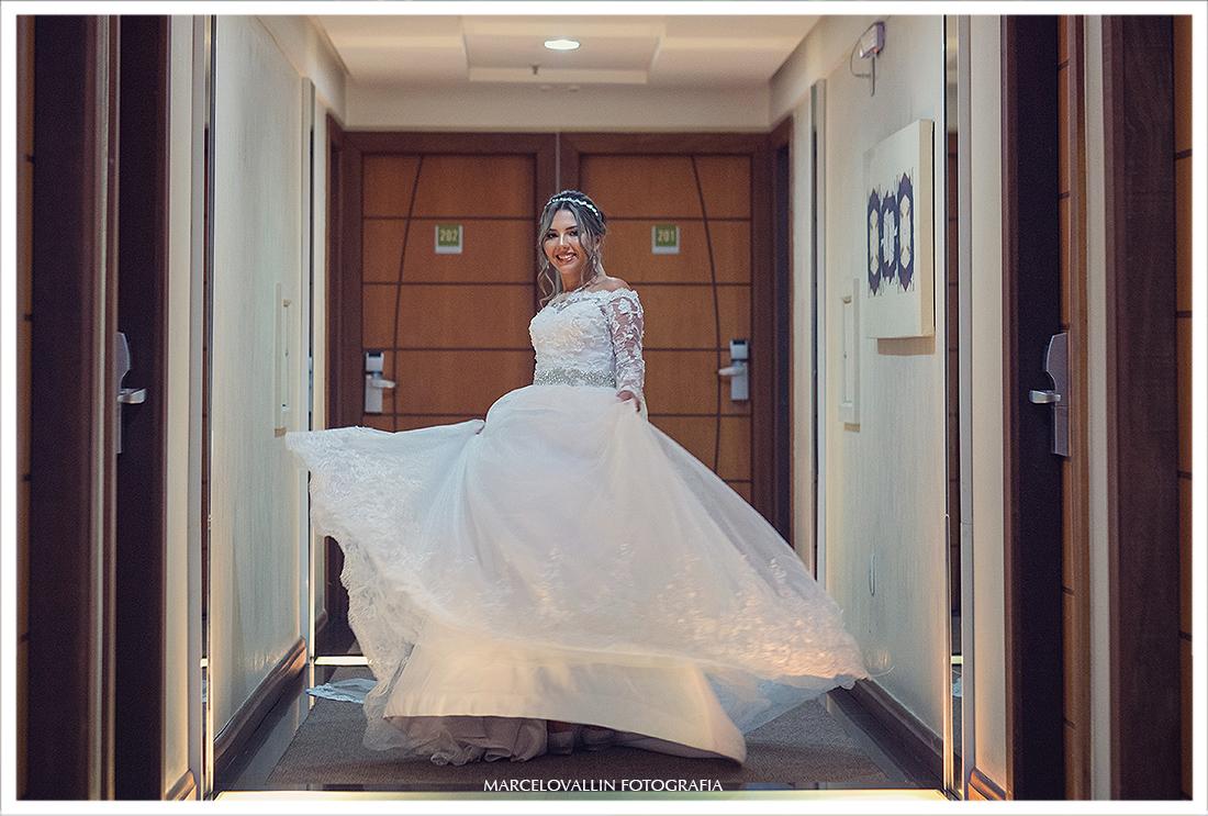 Foto da Noiva com vestido rodando