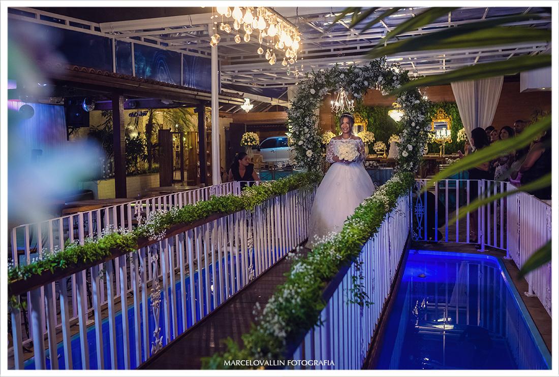 Foto a Noiva entrando na cerimonia de Casamento