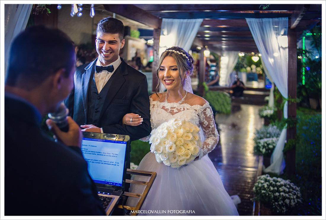 Fotografia de noivos na cerimônia de Casamento RJ
