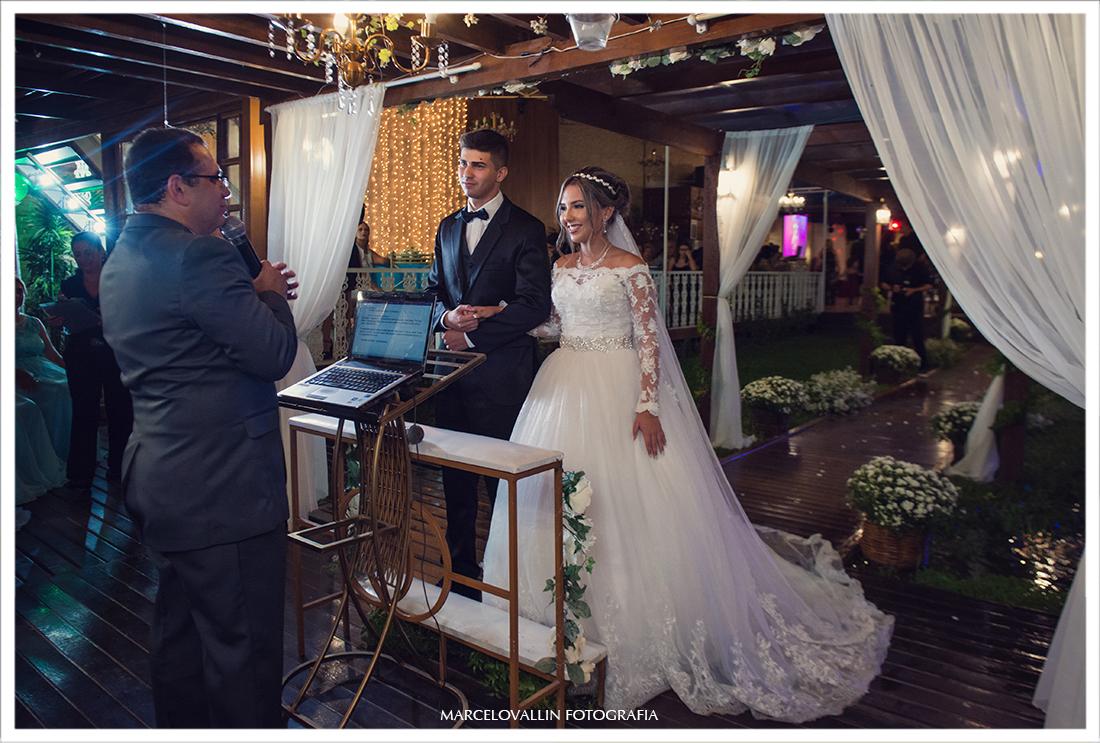 Foto de noivos na cerimônia de Casamento RJ