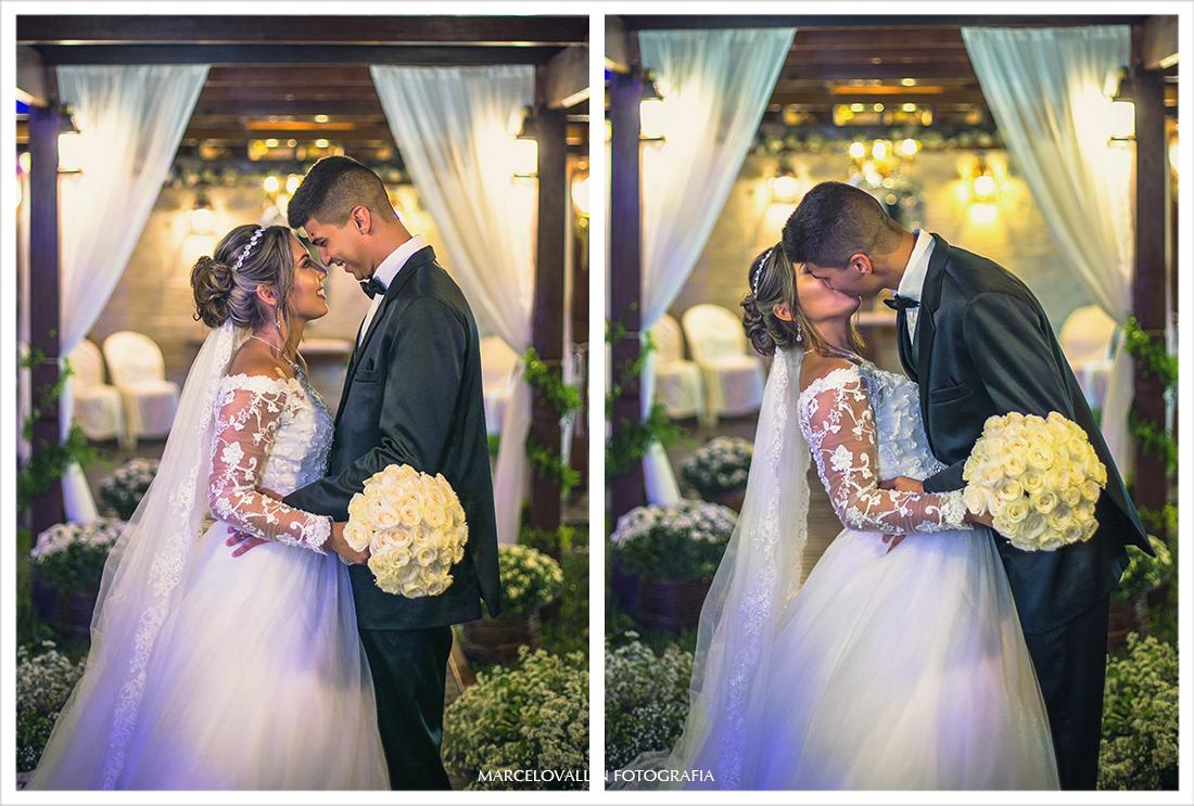 Foto dos noivos após cerimonia de Casamento