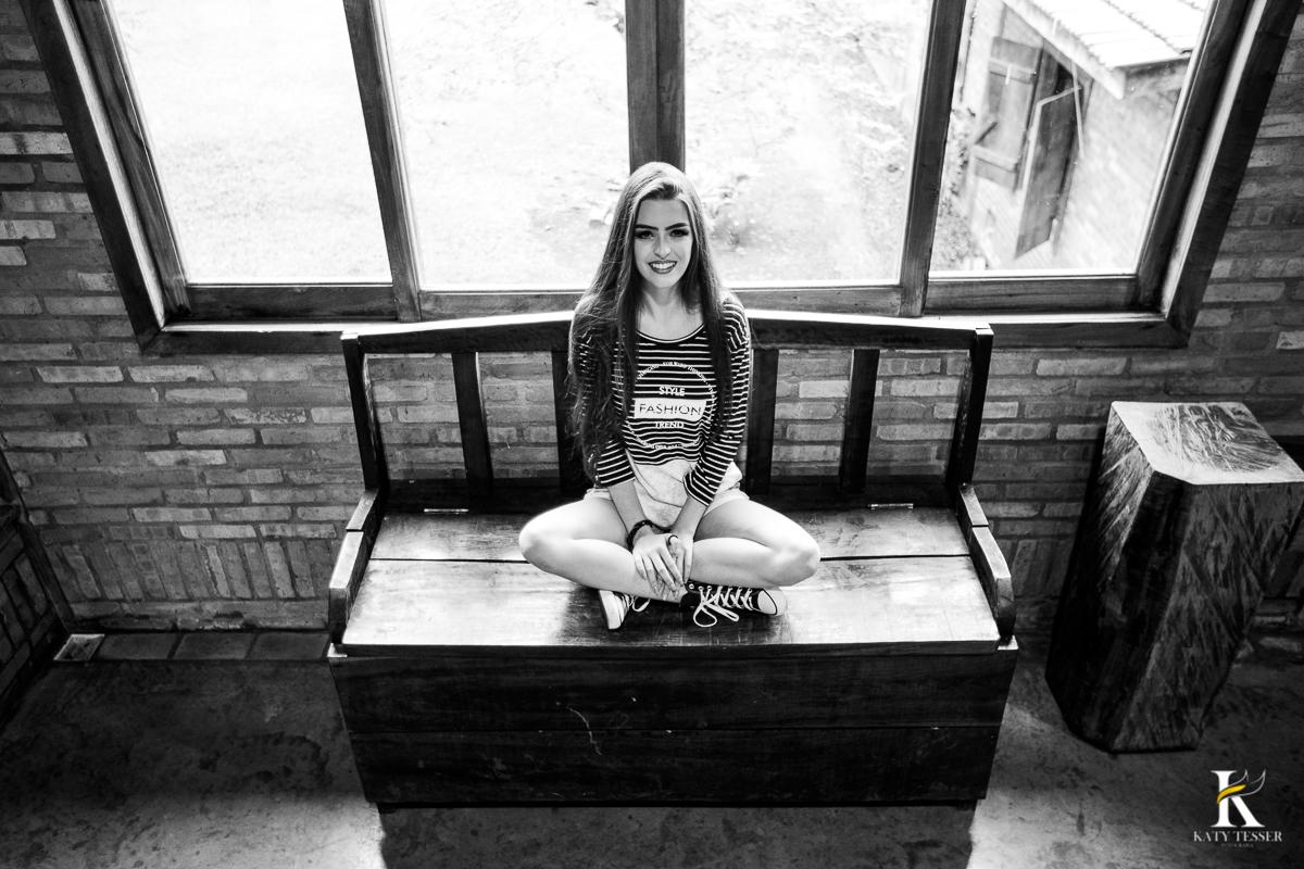book de 15 anos da Pietra, sessão de fotos externas no piquete San Rafael em coronel vivida, Parana pela fotógrafa Katy Tesser