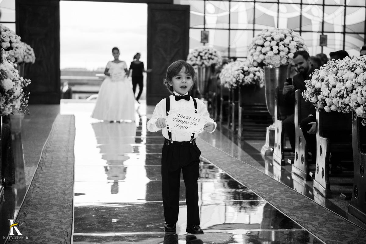Casamento de vanuelli e Jean aconteceu em quedas do Iguaçu, paraná registrado pela fotógrafo Katy Tesser, a cerimonia aconteceu na igreja matriz, teve entrada dos aios com placas