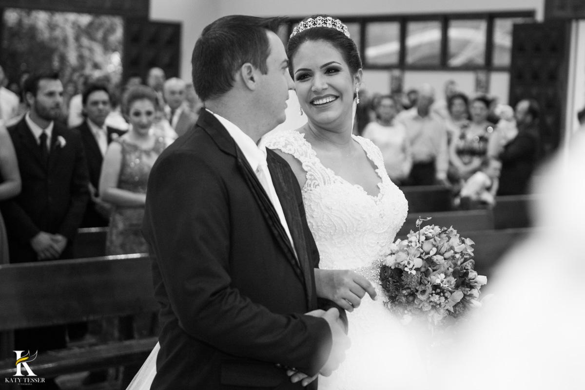 Casamento de vanuelli e Jean aconteceu em quedas do Iguaçu, paraná registrado pela fotógrafo Katy Tesser, a cerimonia aconteceu na igreja matriz, e os noivos fizeram o seu encontro