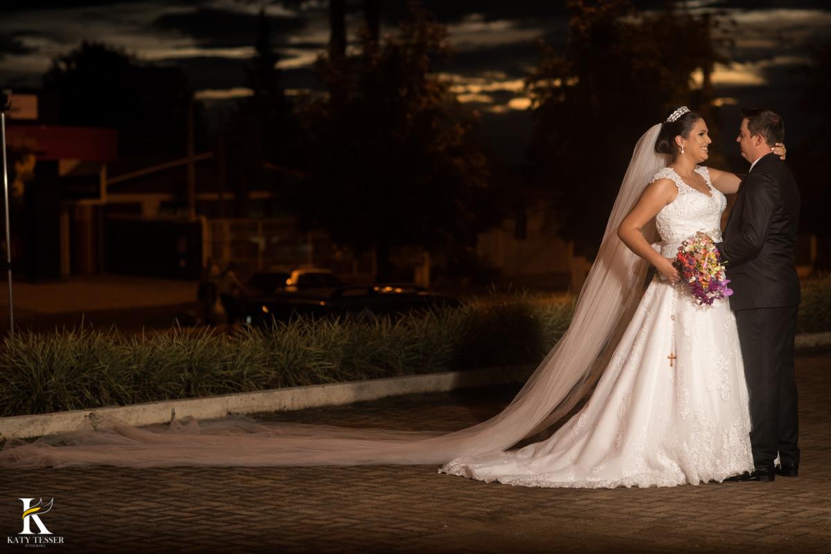 Casamento de vanuelli e Jean aconteceu em quedas do Iguaçu, paraná registrado pela fotógrafo Katy Tesser, os noivos fizeram sua sessão de fotos de casal