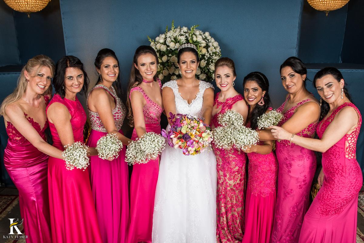 Casamento de vanuelli e Jean aconteceu em quedas do Iguaçu, paraná registrado pela fotógrafo Katy Tesser, os noivos fizeram sua sessão de fotos com pais e padrinhos