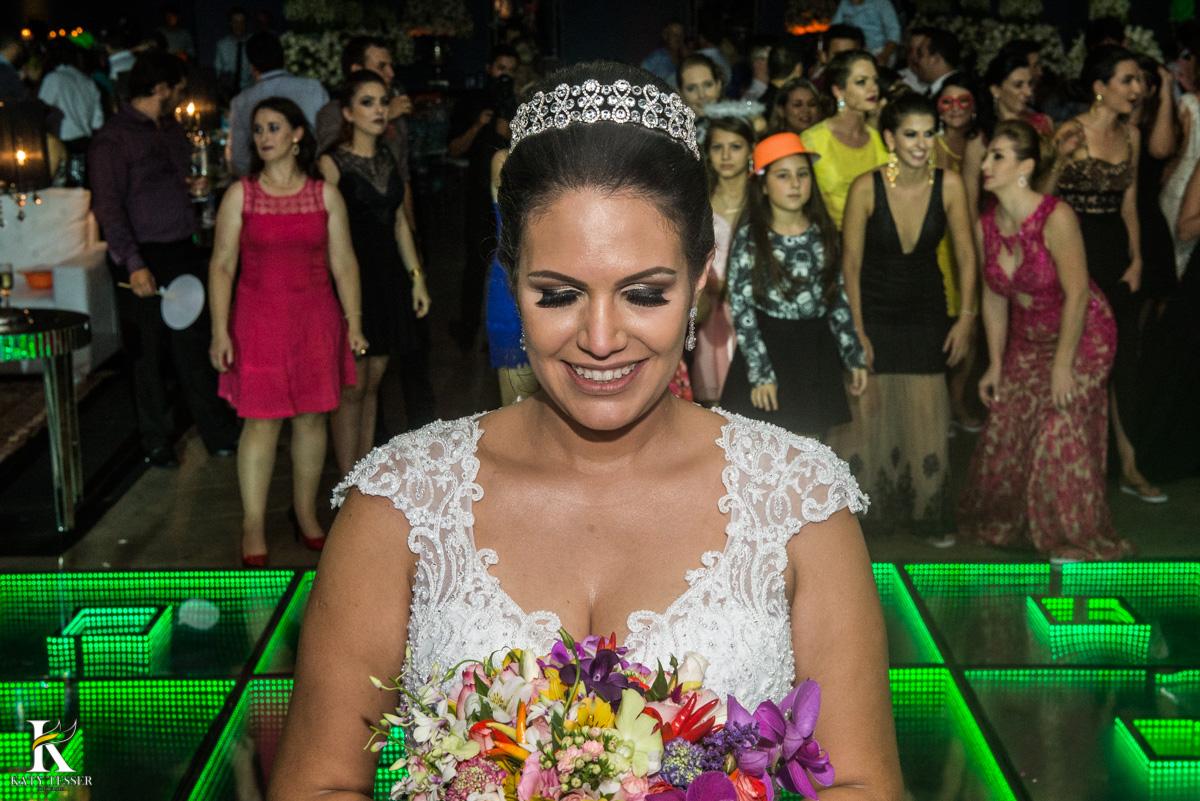 Casamento de vanuelli e Jean aconteceu em quedas do Iguaçu, paraná registrado pela fotógrafo Katy Tesser, a noiva jogou o buque para as mulheres