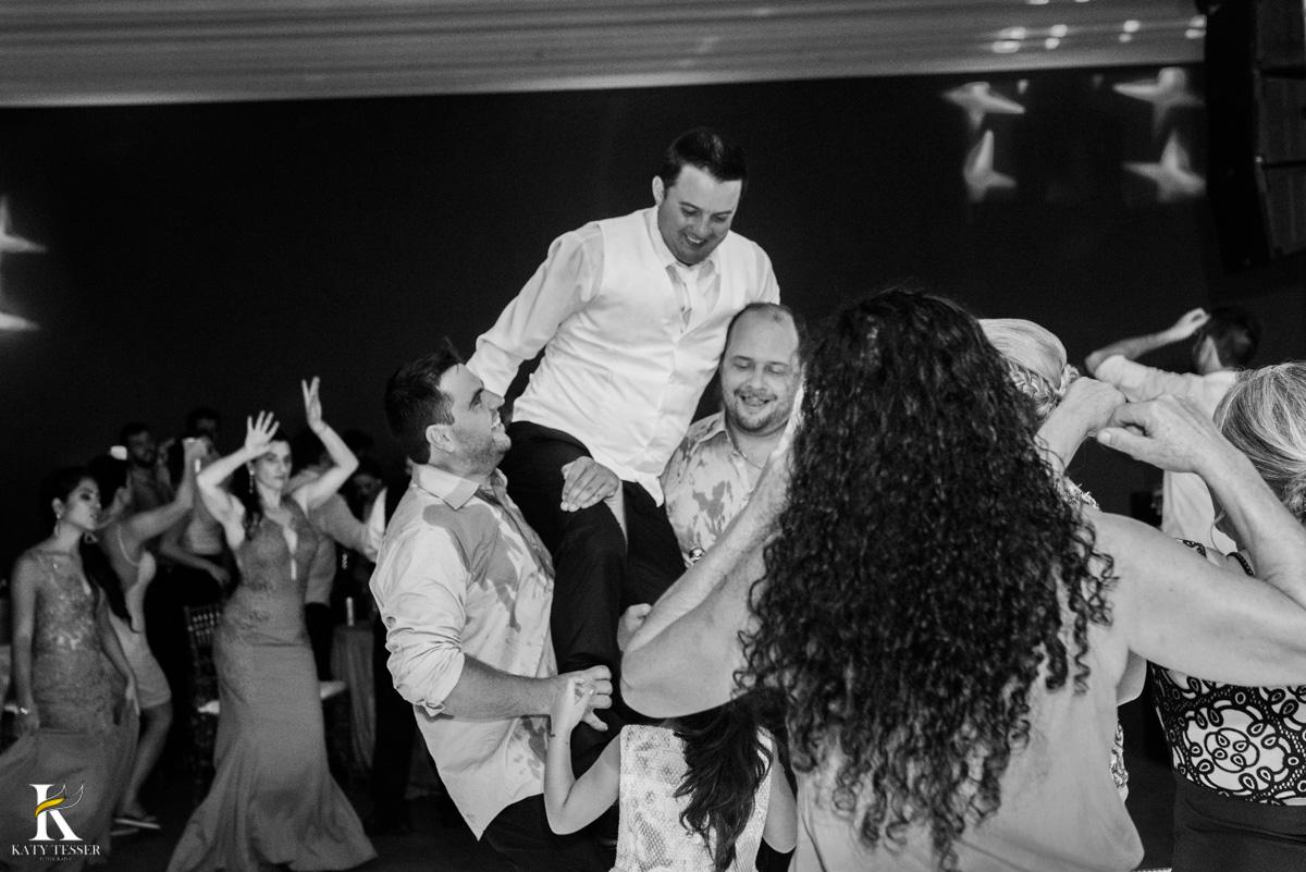 Casamento de vanuelli e Jean aconteceu em quedas do Iguaçu, paraná registrado pela fotógrafo Katy Tesser, os noivos fizeram a valsa e a festa divertida aconteceu com a banda