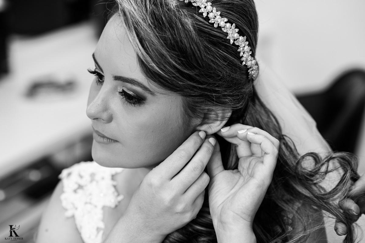 making of da noiva em quedas do iguaçu paraná, usando os brincos e acessorios para o casamento fotografo katy tesser