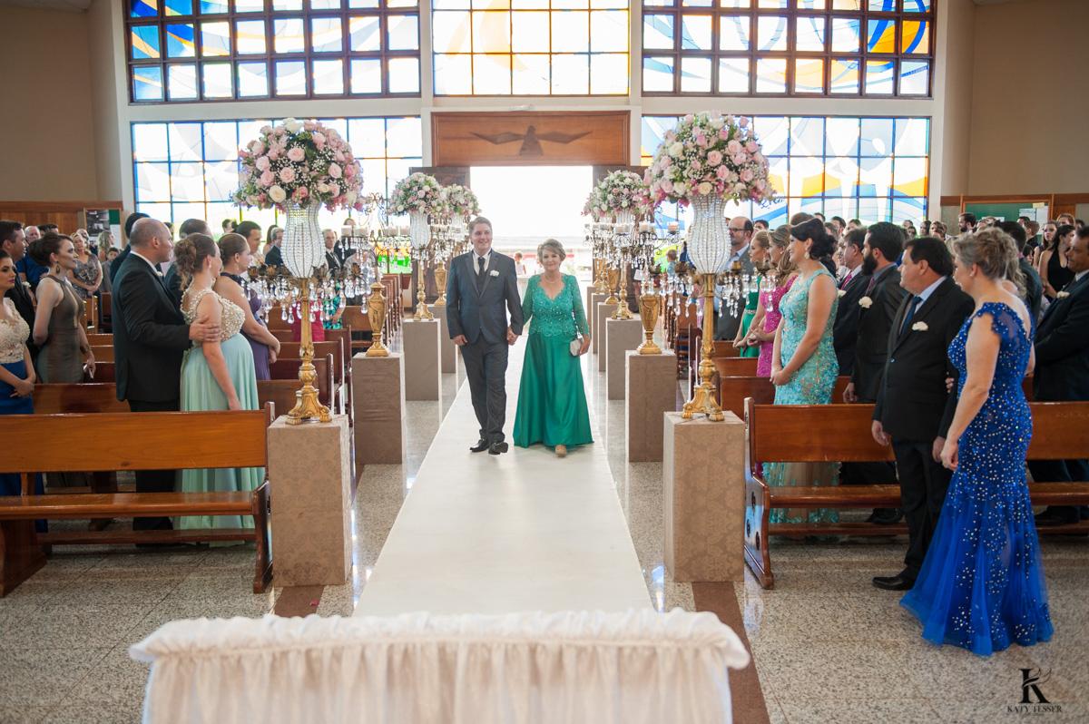 cerimonia de casamento em quedas do iguacu entrada do noivo na igreja fotografo katy tesser