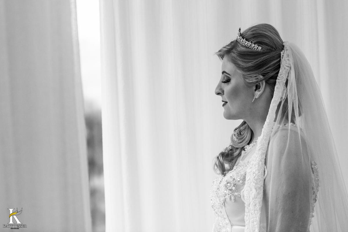 making of da noiva em casa a noiva pronta para a cerimonia sessão de fotos com vestido do casamento fotografo katy tesser