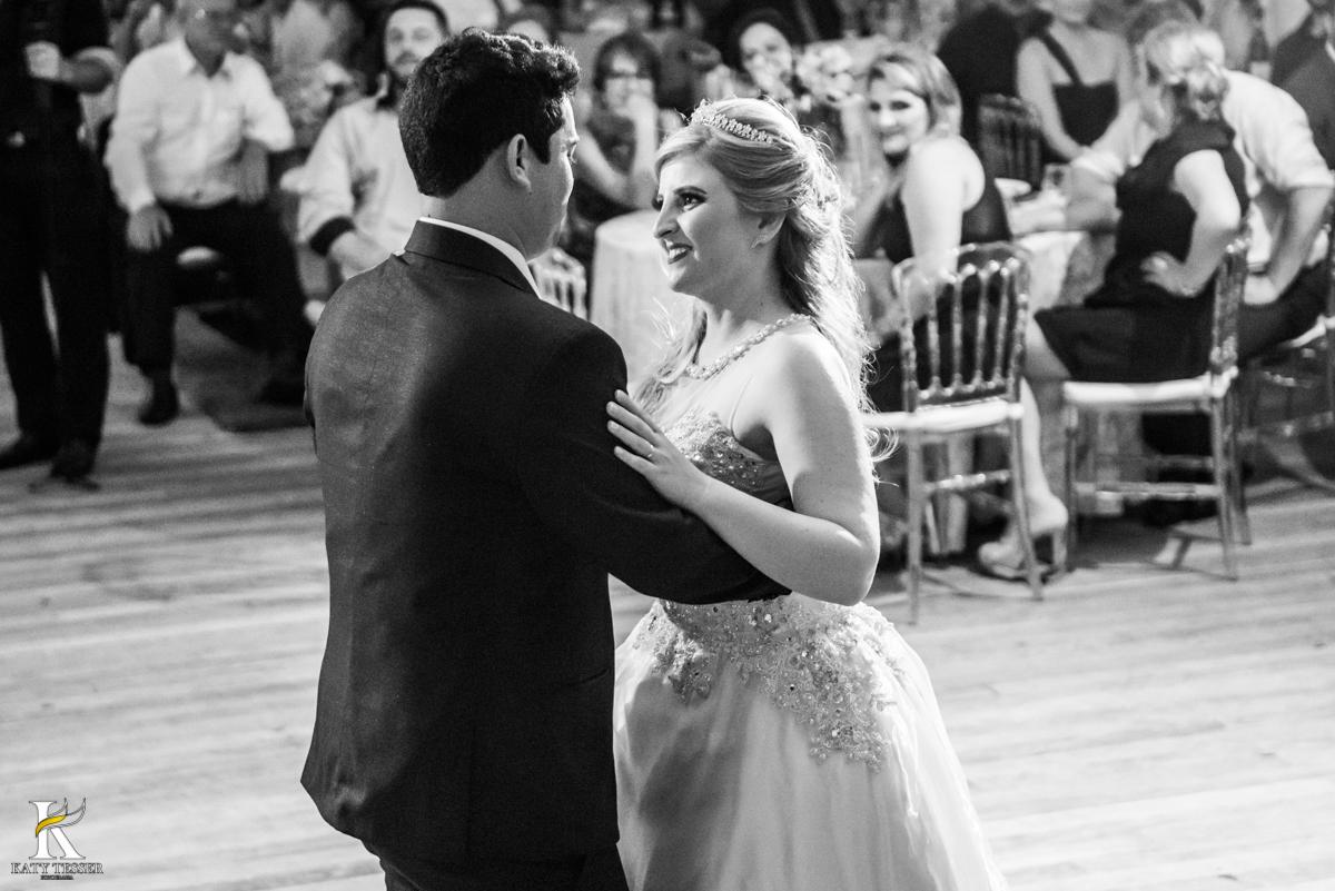 valsa dos noivos no casamento de isaias de heloisa em coronel vivida parana fotografo katy tesser