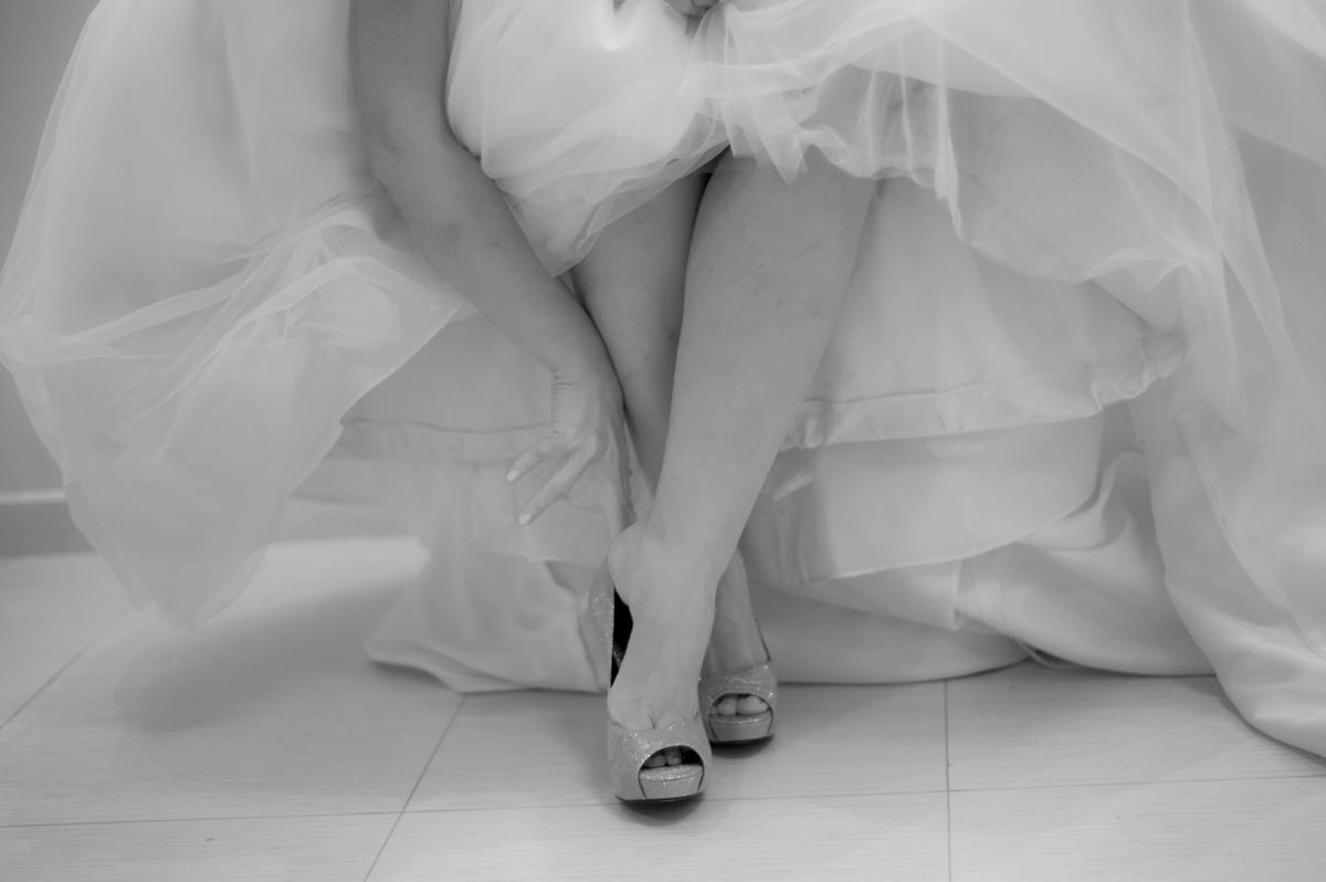 sapato da noiva,vestido de noiva, noiva, dia do casamento, lauren lyncon, casamento em coronel vivida, lauren e lyncon, making of,katy tesser,katy tesser fotografa,katy tesser fotografia,katy tesser fotografo de casamento,katy tesser fotografa de casament