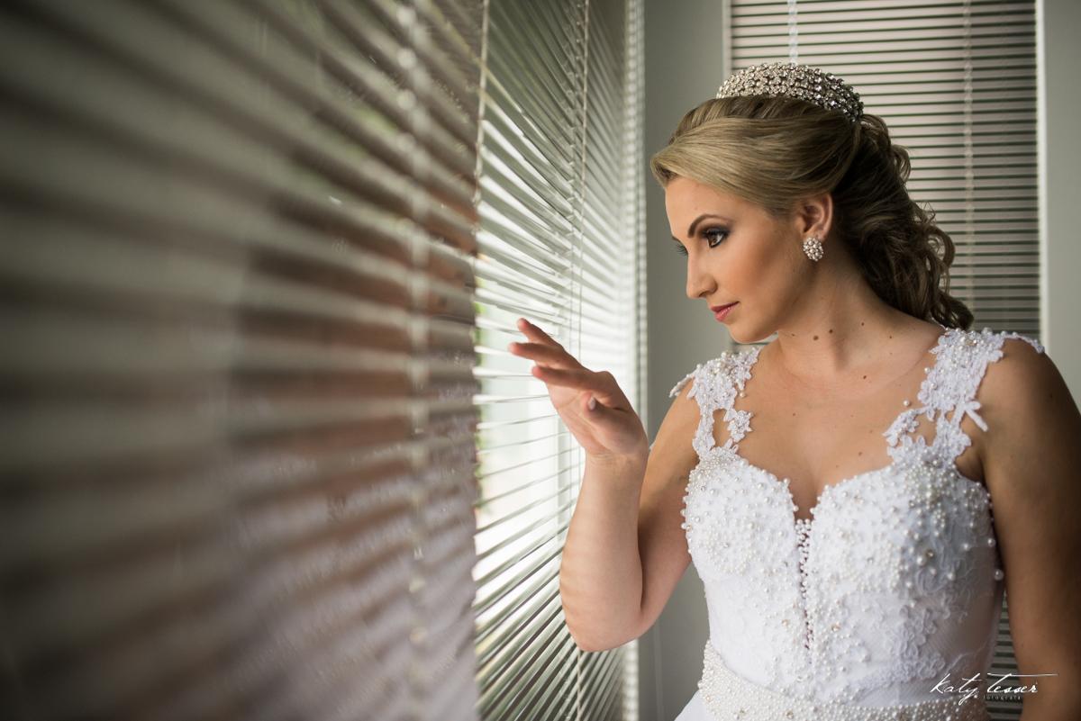 noiva, vestido de noiva, noiva ansiosa, making of da noiva, making of,sapato da noiva,vestido de noiva, noiva, noiva se vestindo, noiva ansiosa, katy tesser,katy tesser fotografa,katy tesser fotografia,katy tesser fotografo de casamento,katy tesser fotogr