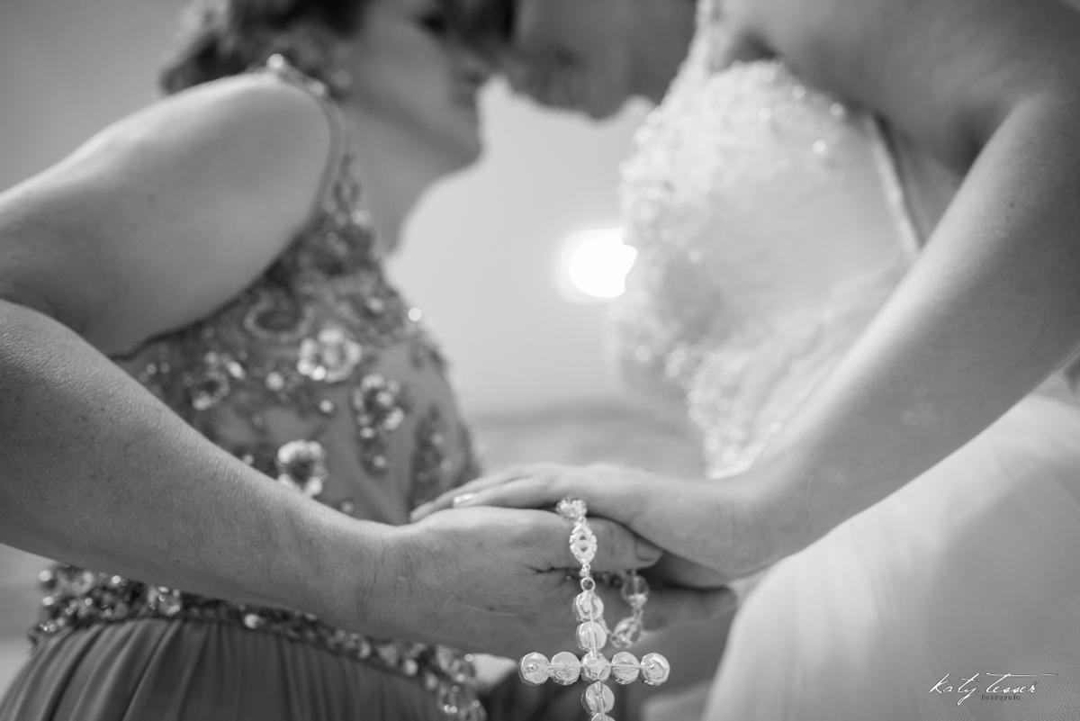 terço da noiva, noiva, vestido de noiva, noiva ansiosa, making of da noiva, making of,sapato da noiva,vestido de noiva, noiva, noiva se vestindo, noiva ansiosa, katy tesser,katy tesser fotografa,katy tesser fotografia,katy tesser fotografo de casamento,ka