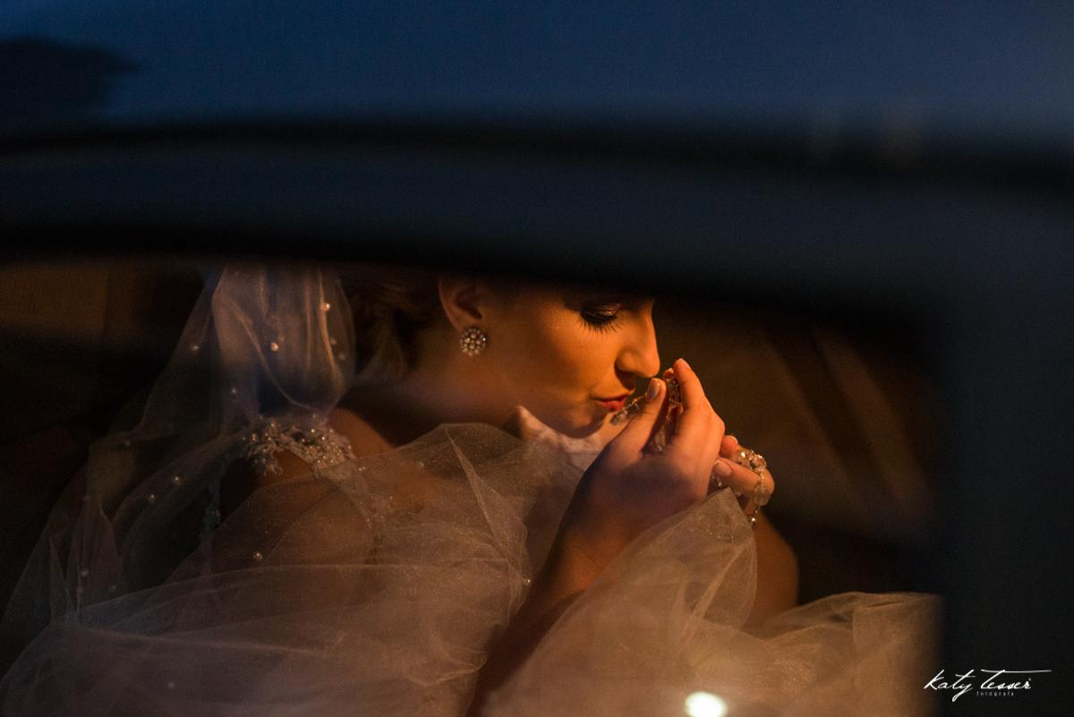 noiva no carro, carruajem da noiva, noiva ansiosa, vestido de noiva,katy tesser,katy tesser fotografa,katy tesser fotografia,katy tesser fotografo de casamento,katy tesser fotografa de casamento,casamento de dia,wedding,casamento de dia,pre wedding,e sess