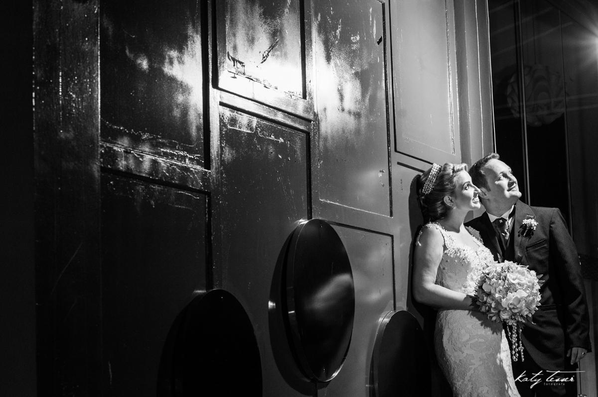 sessão dos noivos, fotos dos noivos, book dos noivos, caroline e fabiano, casamento de caroline e fabiano, vestido de noiva, bouquet de noiva, noiva, vestido, bouquet, véu de noiva, veu da noiva, aliança, aliança de casamento,katy tesser,katy tesser fotog