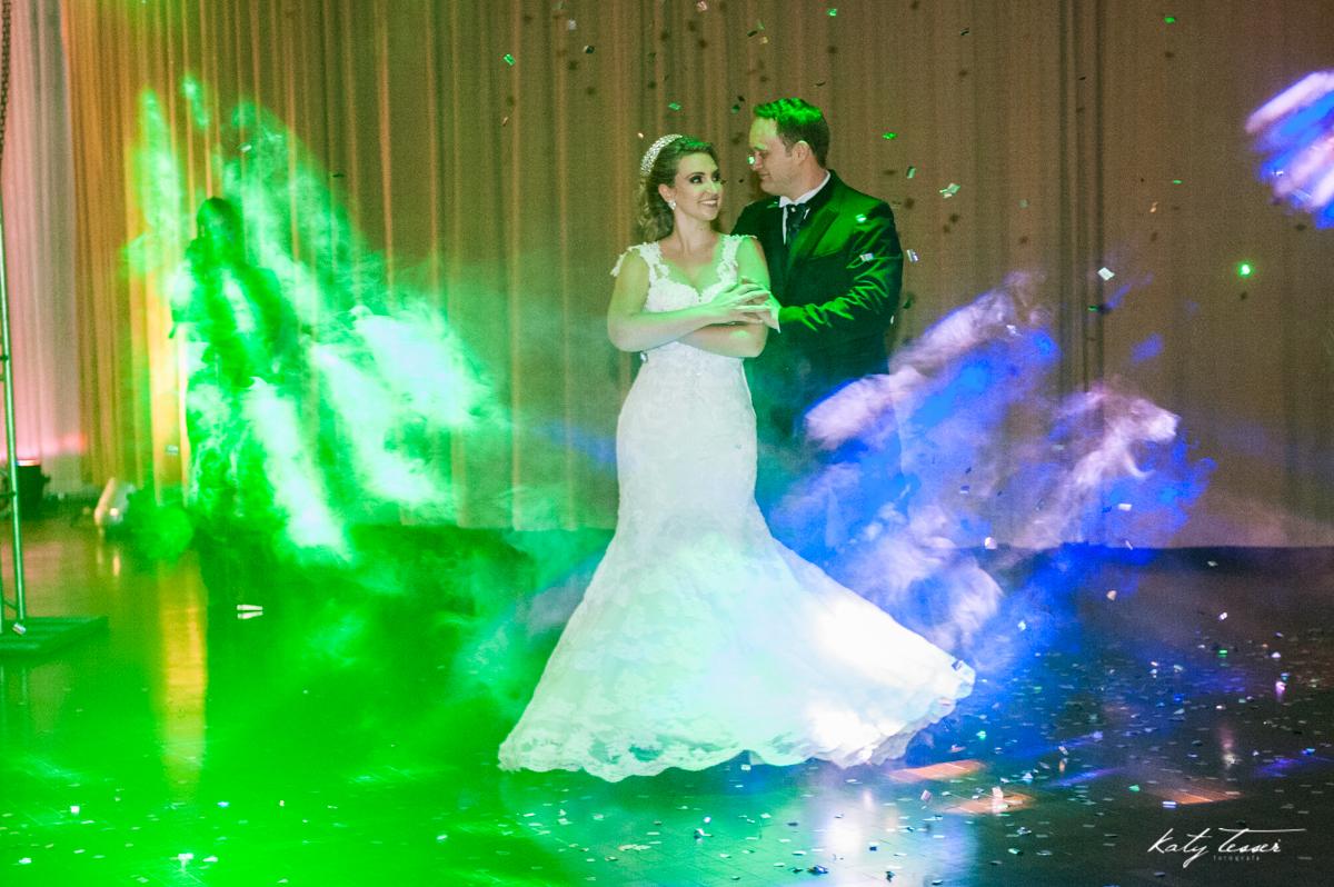 valsa dos noivos, festa de casamento, casamento caroline e fabiano,  katy tesser,katy tesser fotografa,katy tesser fotografia,katy tesser fotografo de casamento,katy tesser fotografa de casamento,casamento de dia,wedding,casamento de dia,pre wedding,e ses