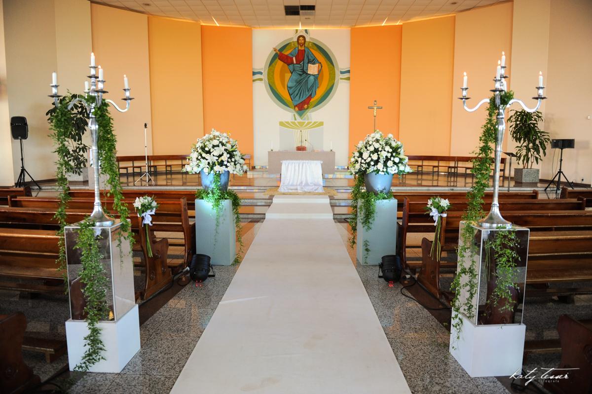 igreja, decoração, decoração da igreja, arranjo de flores,katy tesser,katy tesser fotografa,katy tesser fotografia,katy tesser fotografo de casamento,katy tesser fotografa de casamento,casamento de dia,wedding,casamento de dia,pre wedding,e session,trash