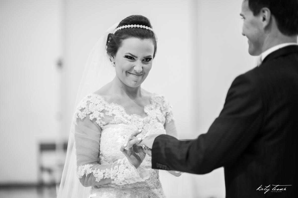 aliança, votos, juramento, bouquet de noiva, bouquet, vestido de noiva, casamento claudia e marcio, casamento quedas do iguaçu, katy tesser,katy tesser fotografa,katy tesser fotografia,katy tesser fotografo de casamento,katy tesser fotografa de casamento,