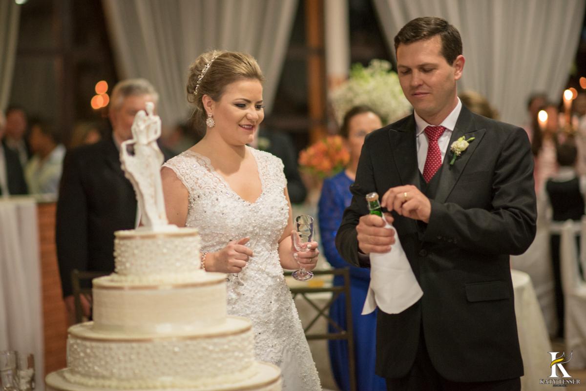 vestido de noiva, casamento, brinde dos noivos, brinde, espumante, bolo de casamento, bouquet da noiva, katy tesser, fotografa, parana