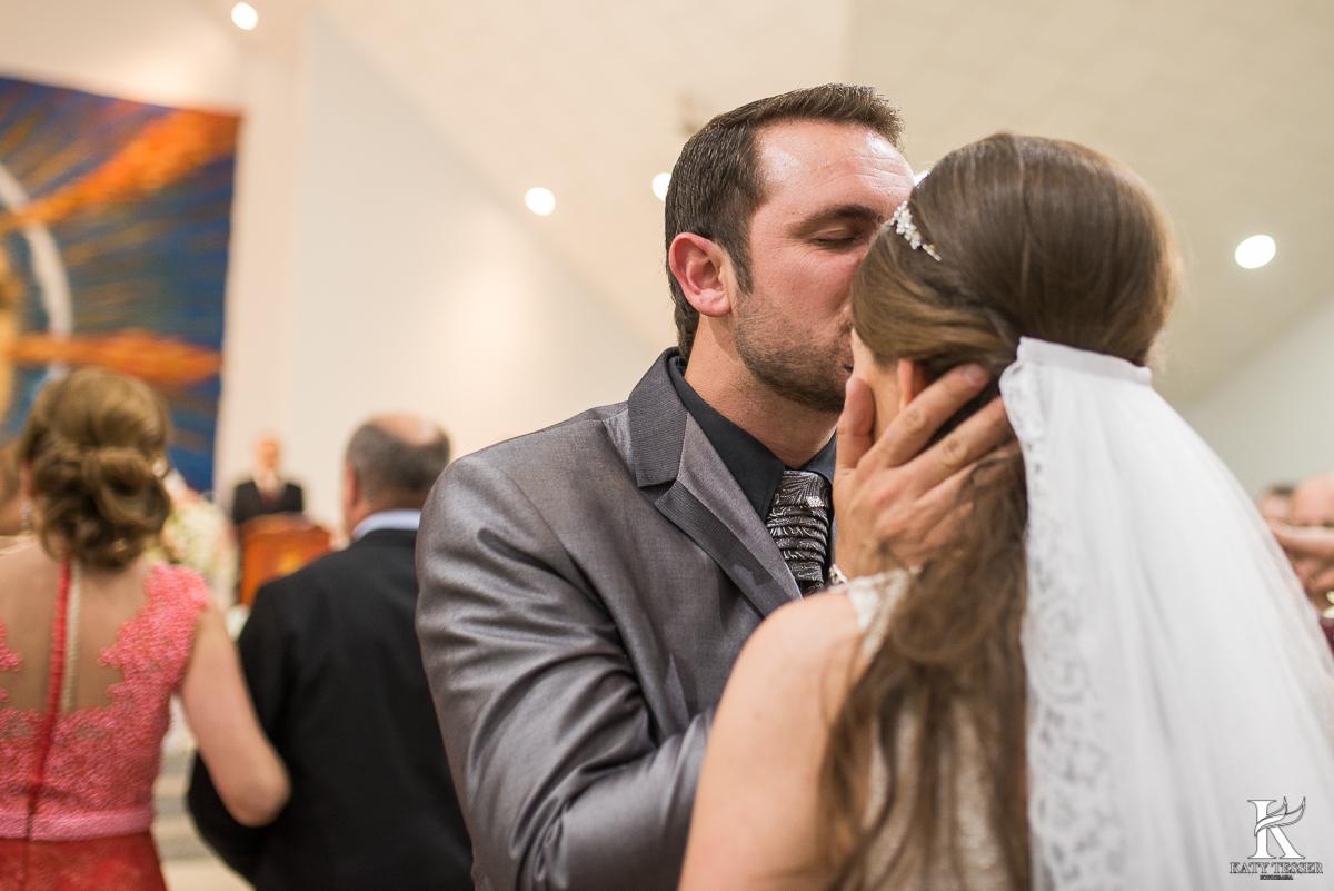 entrada da noiva, decoração de casamento, pais da noiva, noivo, casamento, bouquet da noiva, vestido de noiva, katy tesser, fotografa, parana